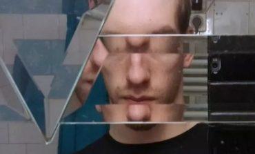 """""""PËR FAT TË KEQ, JO...""""/ Kur pasqyrat e tualeteve nxjerrin fytyrën tuaj si alien (FOTO)"""