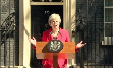 TENSIONET E BREXIT/ Kryeministrja britanike Theresa May jep dorëheqjen