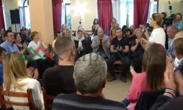 ÇFARË PO NDODH ME LSI/ Monika Kryemadhi mbledh vetëm 30 veta... në Tiranë!
