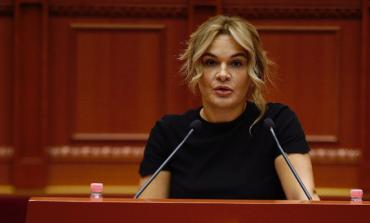 """""""SA TË KEM FRYMË""""/ Kur nxehet Monika:  Rama s'do pijë dot kafe dhe s'do ecë dot i qetë rrugëve të Tiranës (VIDEO)"""