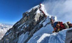 """""""BLLOKIMI I TRAFIKUT""""/ U lodh nga ngjitja në malin Everest, ja si pësoi 41 vjeçari"""