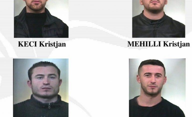 """""""SYTË E AKULLT""""/ Me pistoleta e leva hekuri nëpër shtëpi, pranga 4 shqiptarëve. Si u zbuluan dhe policia i la të…"""