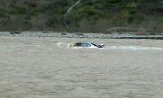 E FUNDIT/ Bie nga 200 m LARTËSI në lumin Shkumbin një makinë