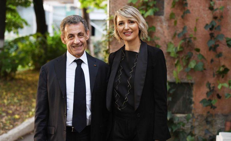 """""""ËSHTË ÇMENDURI""""/ Përshtypjet e Sarkozy gjatë vizitës te """"Shtëpia me Gjethe"""""""