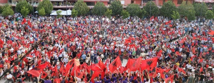 ME FOTON NGA LUSHNJA/ Rama uron socialistët: Nuk jemi më të mirët, po më të mirë se ne nuk ka!