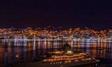 PHOTO OF THE DAY/ Si duket Saranda e bukur gjatë natës. Drita, jaht dhe...