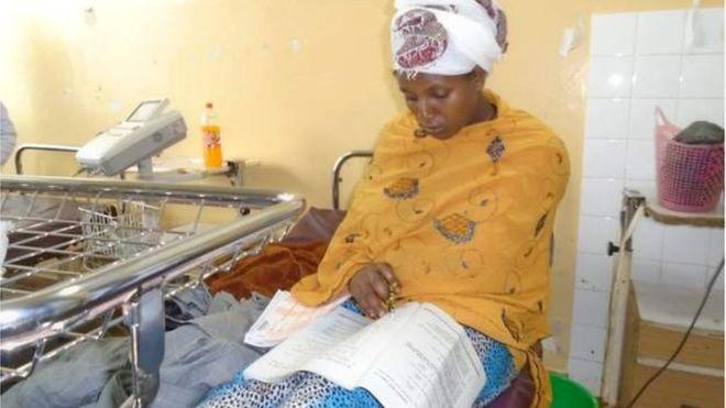 PAS LINDJES SË FOSHNJËS/  Nëna bën provimet e maturës në shtratin e spitalit