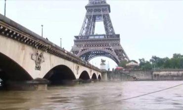 """""""ÇMENDET"""" MOTI NË FRANCË/ Ja si breshëri thyen xhamat e makinave  (VIDEO)"""