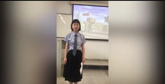 """PASIONI PËR GJUHËN SHQIPE/ Studentja kineze reciton në Pekin """"Ti nuk lexon"""" (VIDEO)"""