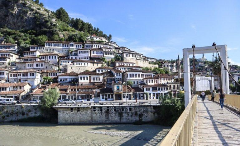 QYTETI UNIK/ Faqja amerikane: Ja 5 gjërat që nuk duhet të i humbisni në Berat