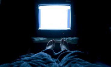 FLINI ME TELEVIZOR NDEZUR? Nuk do ta besoni se çfarë ju ndodh