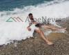 """E HËNA NIS NDRYSHE/ Kur plazhit të Himarës nuk i """"ndahen"""" aventurierët (PAMJET)"""