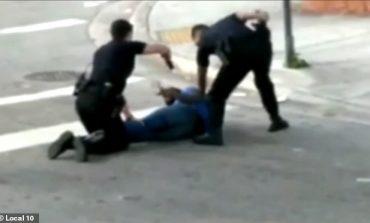 NGATËRRON SHËNJESTËR/ Nuk do ta besoni cilin godet polici me pistoletë... (VIDEO)