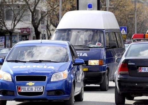 """AKSIDENT NË AKSIN ELBASAN-LIBRAZHD/ 24-vjeçari me """"Benz"""" përplas turistin ukrainasin"""