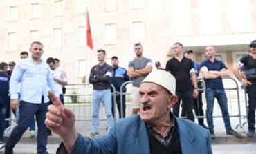 EDMOND ARIZAJ/ Për gazetarët, që bëjnë thirrje për përplasje civile!