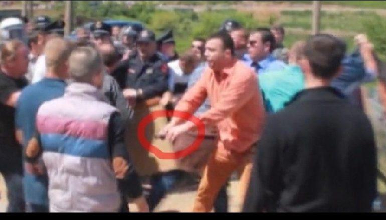 PRECEDENTËT E TIJ/ Kush është shefi i Krimeve që u pezullua për depon me armët e bandave në Elbasan