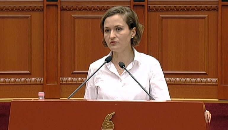 NIS KUVENDI/ Ministrja Shahini: Do e bëjmë 8 notën MESATARE për mësuesi, por nuk do ketë më...