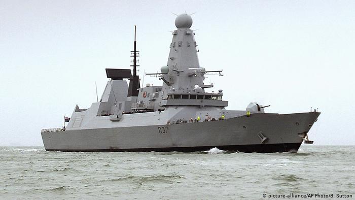 RRITET TENSIONI/ Britania dërgon anije lufte në Gjirin Persik