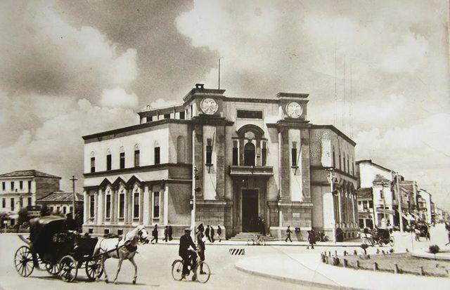 RETROSPEKTIVË/ Bashkia e Tiranës që u shemb për Muzeun Kombëtar