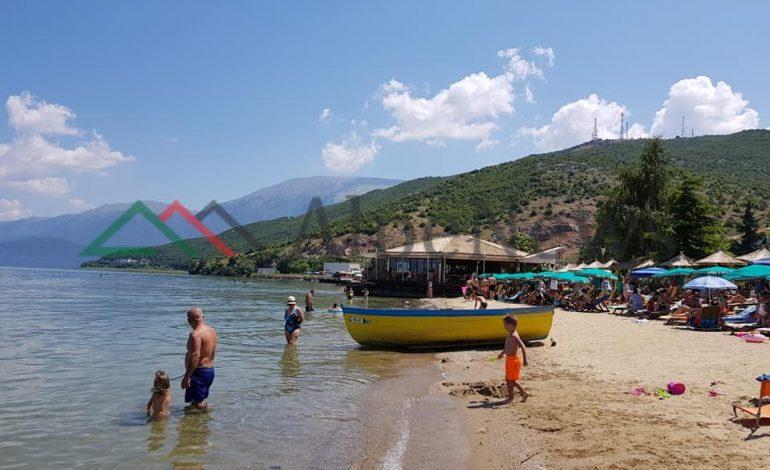 """FSHATI TURISTIK/ Tushemishti """"magnet"""" për pushuesit, plazhi... (PAMJET)"""