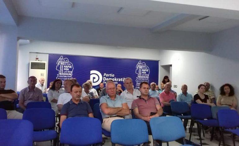"""KARRIGET BOSH/ Takimi """"masiv"""" i PD, Strazimiri mbledh demokratët e Durrësit"""