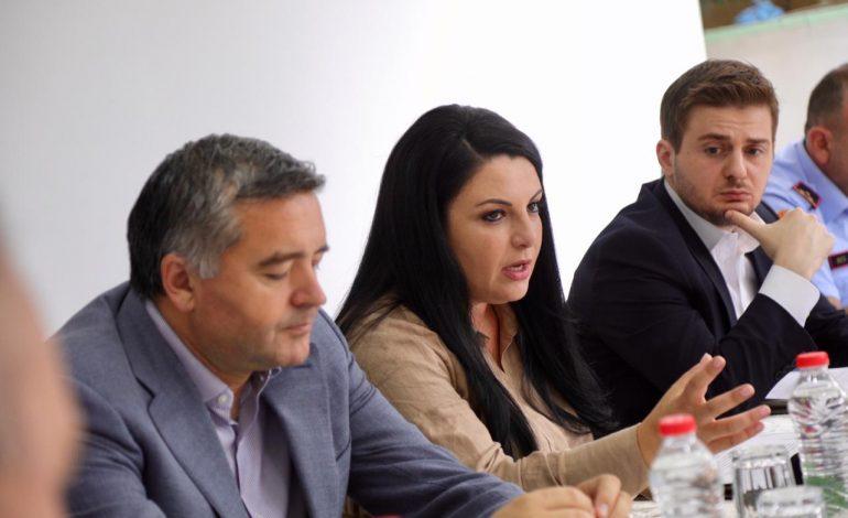 SEZONI TURISTIK/ Ministrat mbledhin në Velipojë Task Forcën