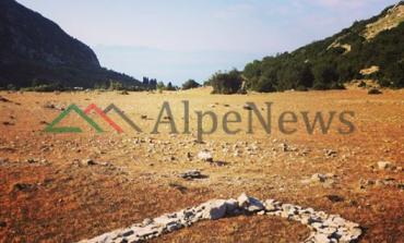 ZEMËR ME GURË/ Post of the day. Kur turistja e huaj shpalos kreativitetin në Shqipëri