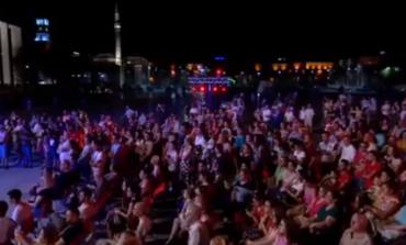 """""""MOS HARRO...""""/ Post of the day. Veliaj: Eja në 3 netët magjike në Sheshin Skëndërbej  (VIDEO)"""