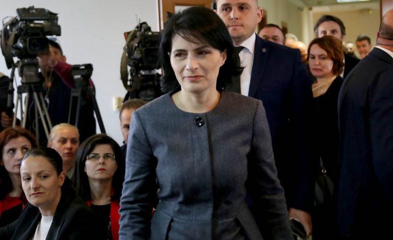 """""""LUFTO KORRUPSIONIN""""/ 72 deputetë, rezolutë për Markun: Presim deri në tetor…"""