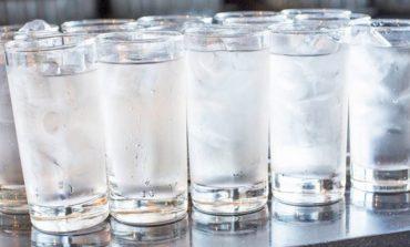 STUDIMI/ Uji i ftohtë pas ngrënies, 8 rreziqet për organizmin