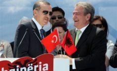 """""""HIQE KËTË PIKTURË TË SKËNDËRBEUT""""/ Çfarë i tha Erdogan, Sali Berishës në zyrë (VIDEO)"""