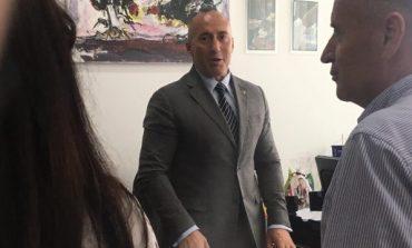 DHA DORËHEQJEN/ Por Haradinaj edhe sot del në terren