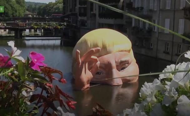 PARISI TALL TRUMP-in/ Hedh në lum portretin plastik pas tërheqjes së tij nga marrëveshja e klimës