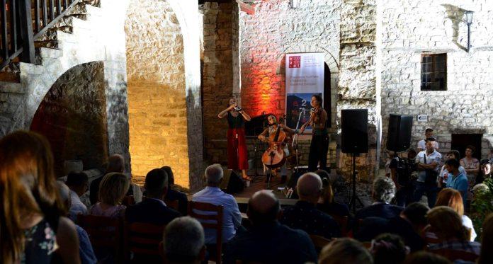 """VOX BAROQUE""/ Rikthehet festivali i repertorit barok në Berat"