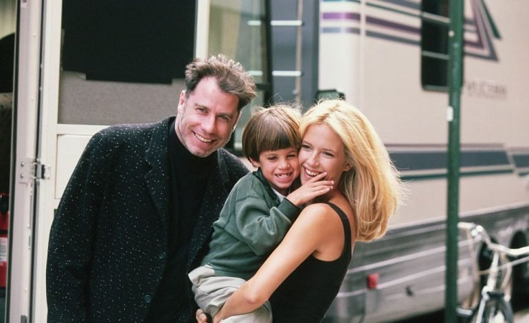 DEKLARATA SHOKUESE/ John Travolta kërkoi të ringjallte të birin me ndihmën e Kishës Shkencologjike (FOTO)
