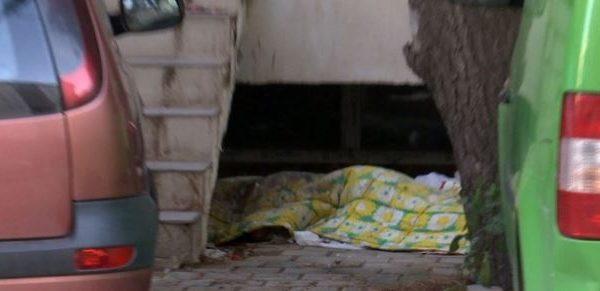E RËNDË/ Gjendet i vdekur i mituri në cepin e pallatit. Dyshohet…