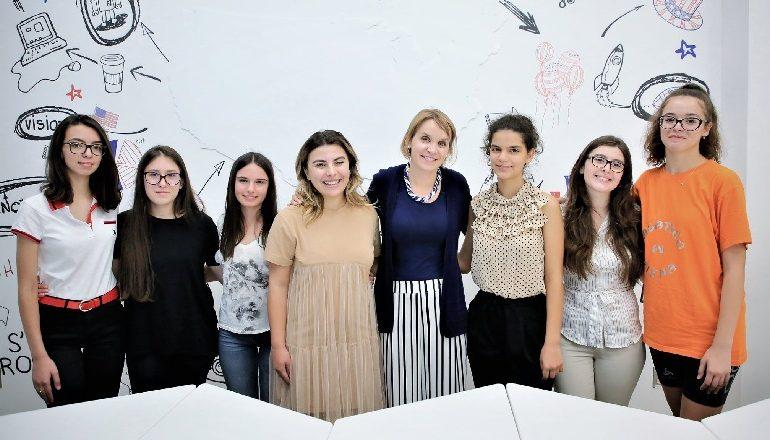 TEKNOLOGJI DHE ART/ Vajzat shqiptare në kampin e shkencës në Kosovë (FOTO)