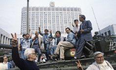 """""""GRUSHTI I SHTETIT"""" NË MOSKË/ Shpërbërja e BRSS dhe prapaskenat e Jelcinit ndaj Gorbaçovit"""