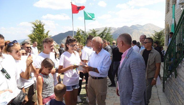 DITA E BEKTASHINJVE BËN BASHKË METËN DHE KLOSIN/ Presidenti firmos peticioni: Mali i Tomorrit, Park Kombëtar