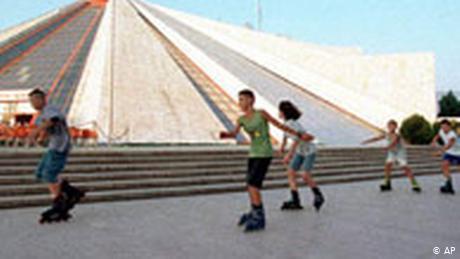 """""""SHUMË I LUMTUR TË MBËSHTES…""""/ Klapper: Angazhimi i rinisë vendimtar për Shqipërinë"""