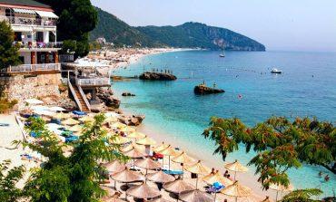 KOMENTET/ Turisti amerikan për plazhin e Jalit: Doja të rrija më shumë! Shqiptarja: I shkatërruar, nuk kthehem më