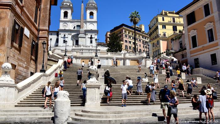 """""""NËSE GUXONI TË ULENI NË…""""/ Turizmi po kthehet në plagë për metropolet europiane"""