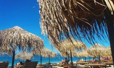 KOMENTET/ Turistja amerikane për plazhin e Drimadhes: Fantastik! Shqiptarja: Mos harxhoni lekët kot (FOTO)