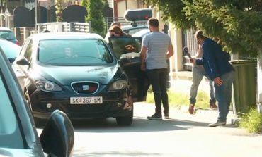 I VDIQ E ËMA PARA SE TA ARRESTONIN/ Prokurorja mes policëve i jep lamtumirën e fundit (FOTO)