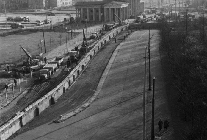 13 GUSHT 1961/ Dita kur nisi ndërtimi i Murit të Berlinit