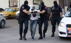 TERRORIZOI PUSHUESIT DUKE QËLLUAR ME ARMË/ Kapet në kohë 24 vjeçari pasi…