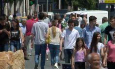 SHIFRAT/ Rritet numri i të huajve që jetojnë e punojnë në Shqipëri