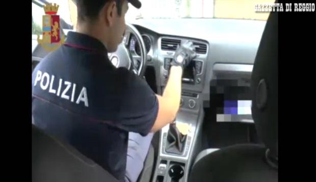 """KAPET NË ITALI """"KOKA"""" SHQIPTAR I DROGËS/ I sekuestrojnë 3 kg kokainë dhe një shumë eurosh (EMRI)"""