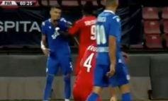 GJESTE ANTI SPORTIVE/ Arbitri nxjerr dy kartona të kuq në Kukësi-Partizani (VIDEO)
