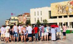 """DALIN SHIFRAT/ Shqiptarët """"u arratisën"""", të huajt """"pushtuan"""" vendin tonë në korrik"""